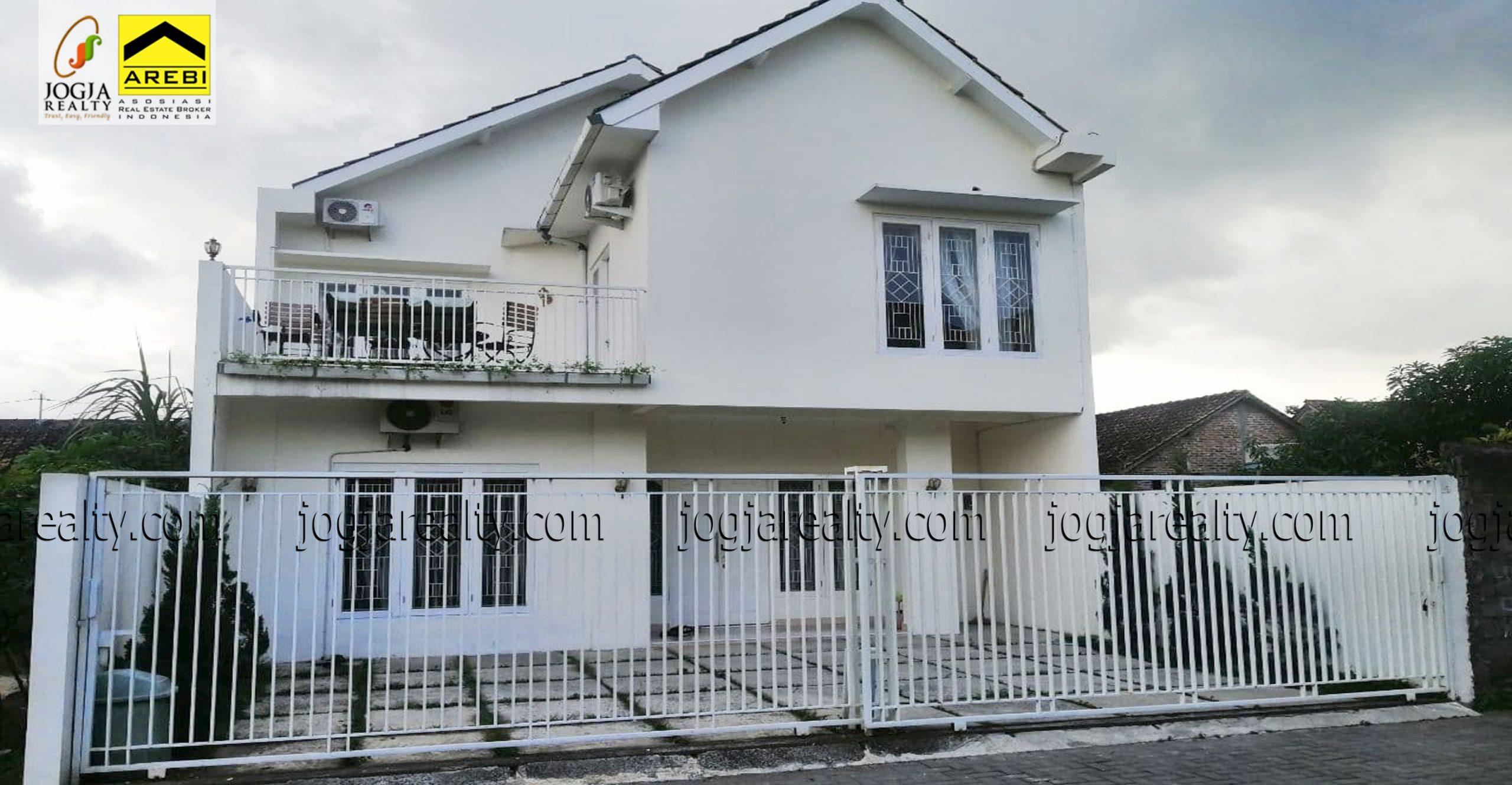 Rumah dijual 2 lantai full furnished Yogyakarta
