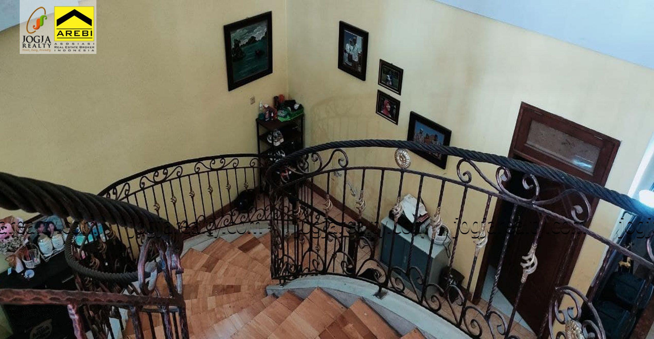 Rumah mewah 2 lantai Banguntapan Jogja