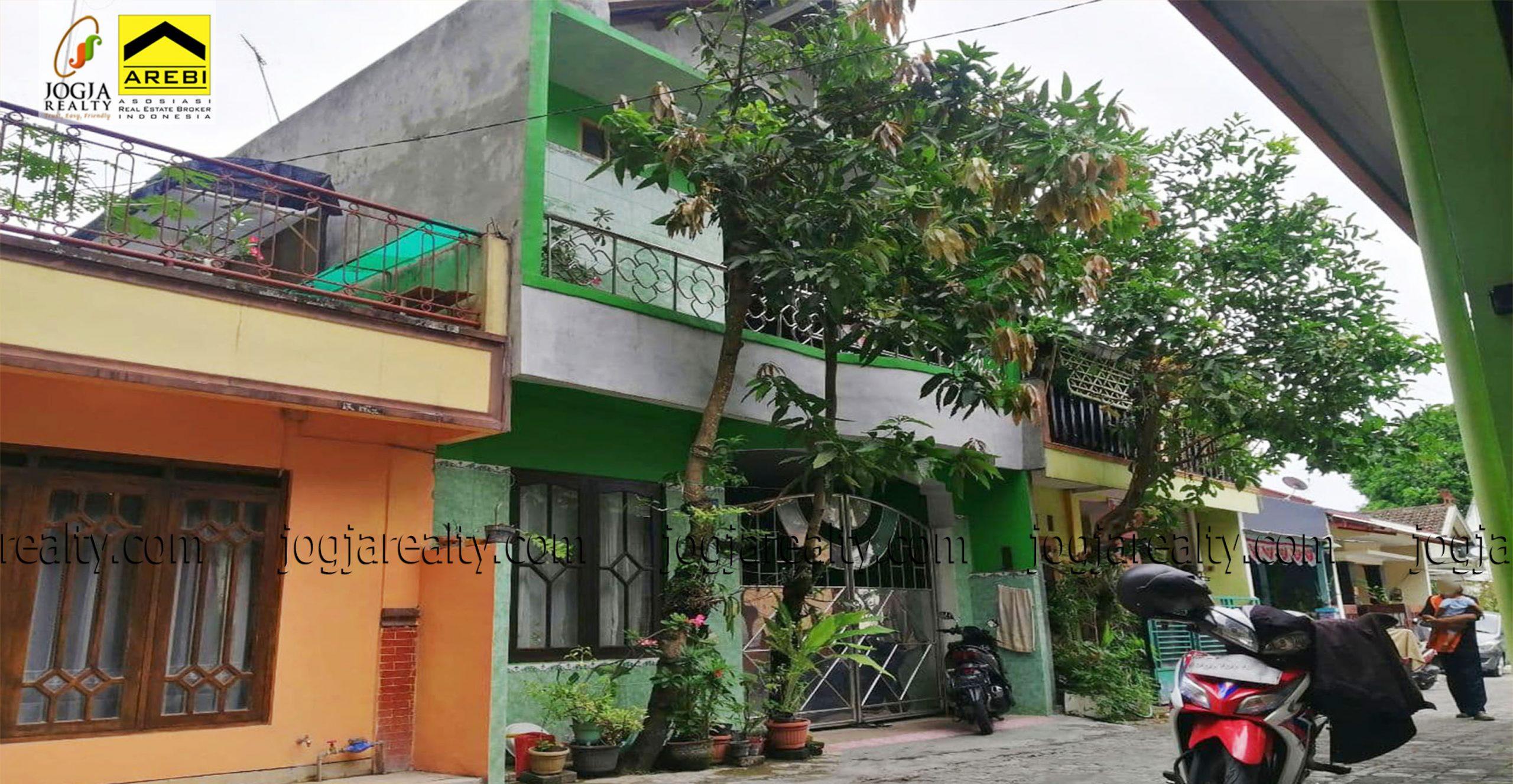 Rumah 2 lantai dalam perumahan Bangunjiwo